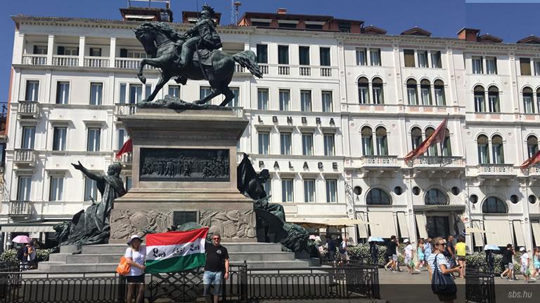 Lord zászlónk Velencében és Bibionéban