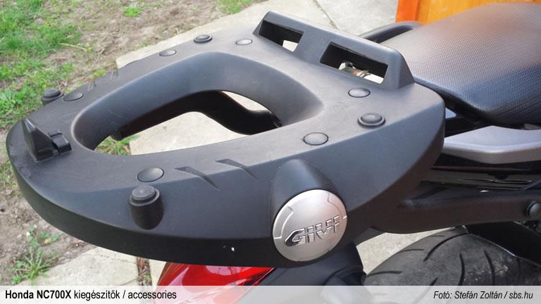 sbsblog-honda-nc700x-accessories-givi-csomagtarto-m5