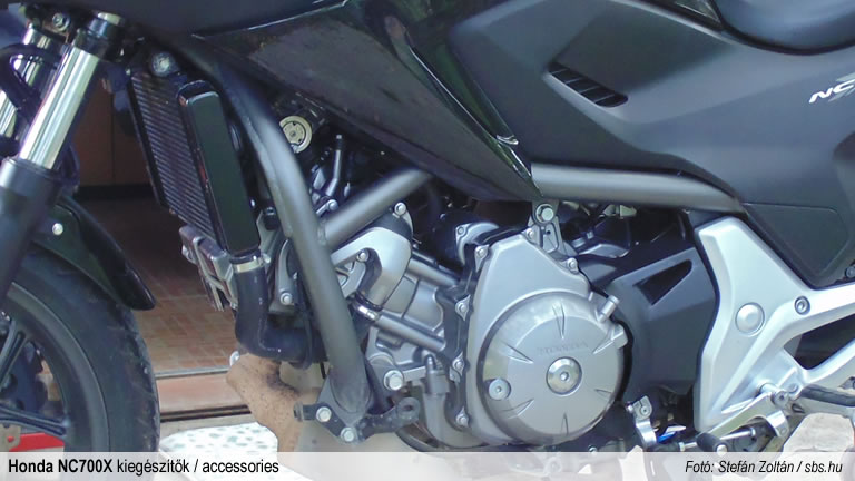 sbsblog-honda-nc700x-accessories-givibar-tn1111-crashbar-01