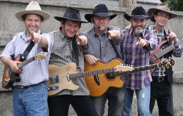 Szigyu a Varjú Country zenekarral